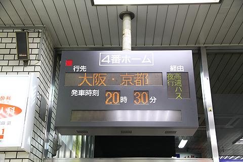 長崎バス新地ターミナル 発車案内LED