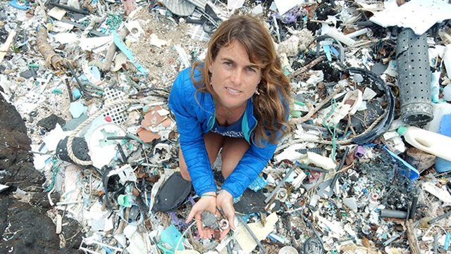 Sarah-Jeanne Royer holding microplastics at Kamilo Point on Hawaiʻi Island. Photo: University of Hawaiʻi