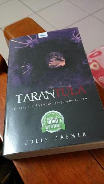 Tarantula oleh Julie Jasmin