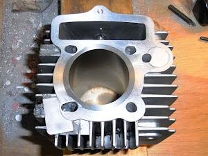 FIカブのシリンダー流用加工、シリンダーのヘッド側