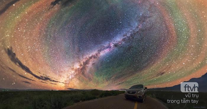 Những dải khí phát sáng đầy màu sắc quanh dải Ngân Hà