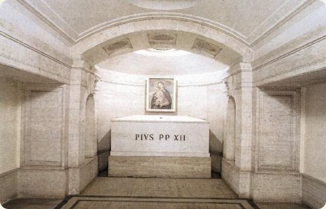 grotte-vaticane-Pioxii_tomba_thumb2