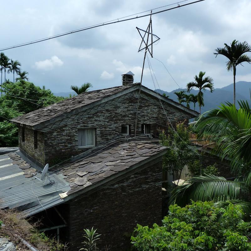 Puli  en passant , entre autres, par les villages de l ethnie Bunum de Loloko et Dili. J 10 - P1170091.JPG