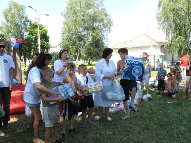 27.07.12 детский туберкулезный санаторий НОВОСТАВ в Ровенской области праздновал 65 лет - 531402_265393706903530_824455384_n.jpg