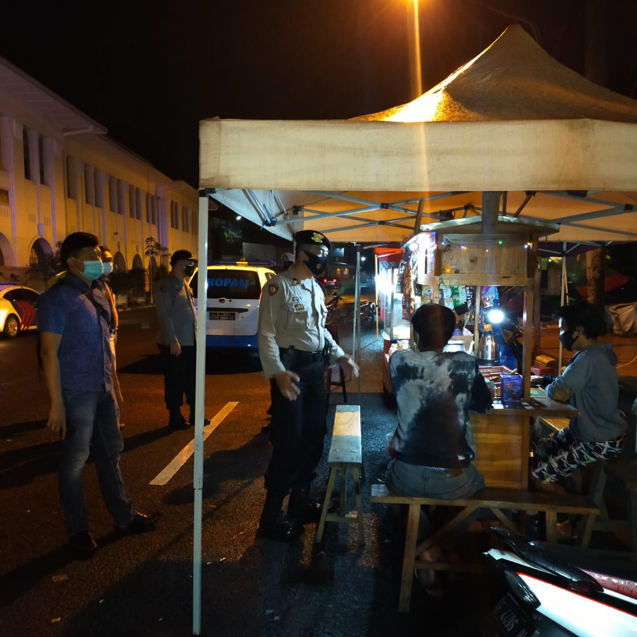 Ops Yustisi Gabungan Polres Ciko Bubarkan Kerumunan Di Warung dan Cafe
