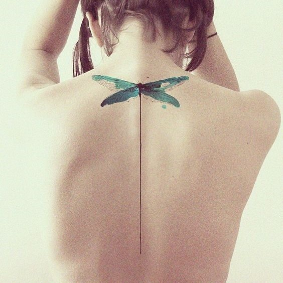 liblula_coluna_vertebral_tatuagem