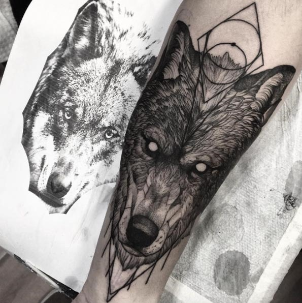 Este detalhada de tinta preta lobo