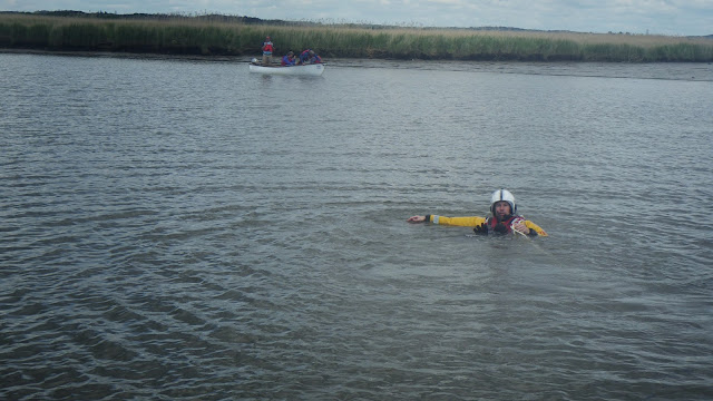 A crew member swims a tow rope from the ILB across to the run aground boat - 14 May 2014