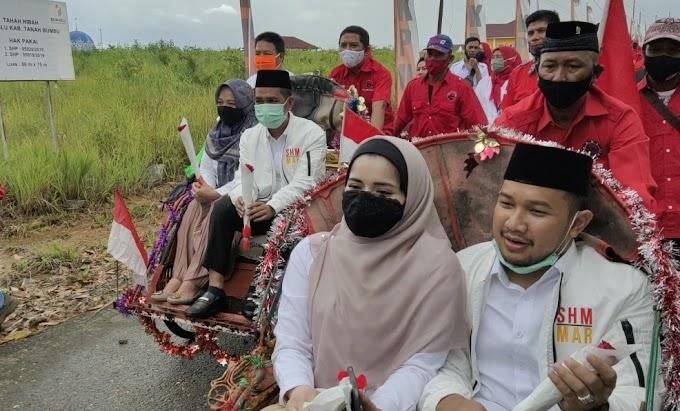Diantar Becak Pasangan SHM-MAR Mendaftar ke KPUD
