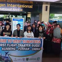 Negara Lain Tak Terima Turis China, Gubernur Sumbar Malah Sambut Meriah 174 Wisatawan China