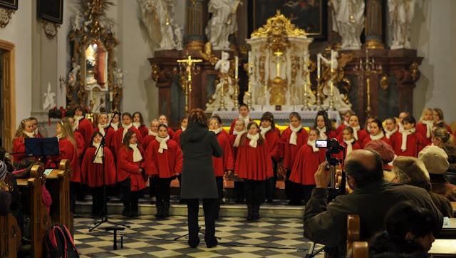 11.12.2012 Galakoncert v rámci 10. ročníku festivalu dětských pěveckých sborů - m_DSC_0549.JPG