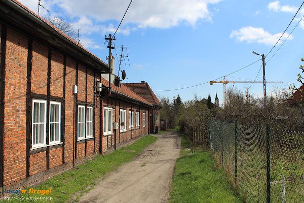 domy robotnicze przy ulicy nad stawem