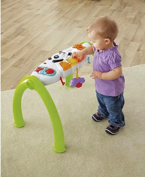 Kệ chữ A thông minh Grow-With-Me Gym rất chắc chắn giúp bé vừa chơi vừa tập đứng