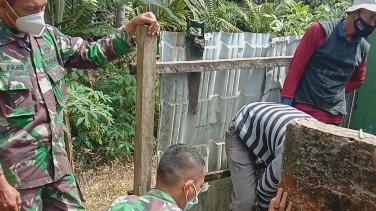 Jalankan  Prokes dalam  Giat Pembuatan MCK Masjid Desa Siuhom, TMMD Kodim Tapsel