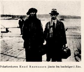 Knud Rasmussen med hustru på kajen i Åbo