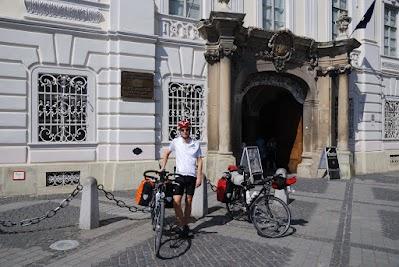 Vor dem Brukenthal-Museum in Sibiu