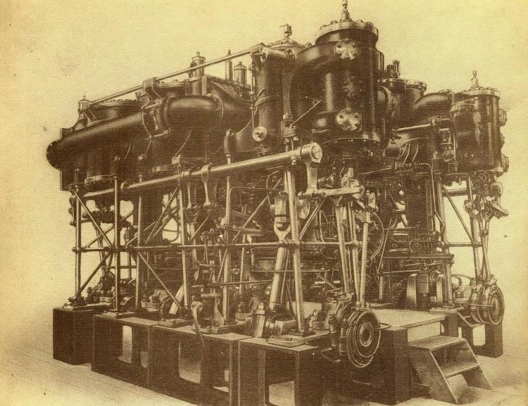 Maquina de vapor, vertical, de triple expansión de una potencia de 2.600 caballos del GALICIA. Del libro La Maquinista Terrestre y Martitima. Personaje Historico.JPG