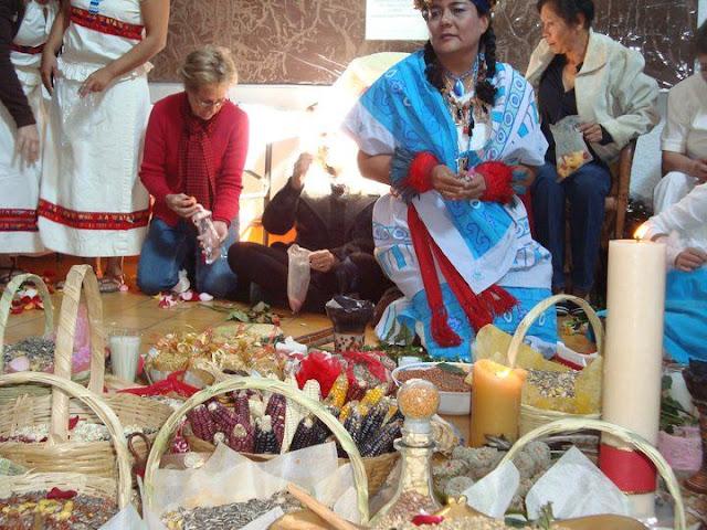Ceremonias de Abundancia 2010 y 2011 - 162850_131466176916377_100001589874963_211422_724949_n%255B1%255D.jpg