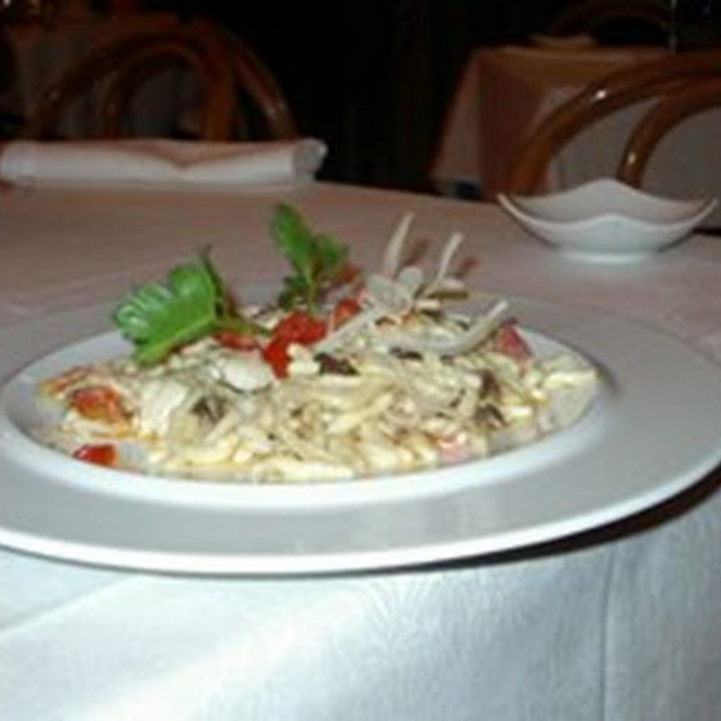 Antipasto all'italiana per Natale, un po' di fantasia, affinchè il piatto risulti gradevole anche alla vista.