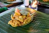 Indonésie. Cours de cuisine de Bali. Tum Ikan prêt à être enveloppé dans la banane feuilles