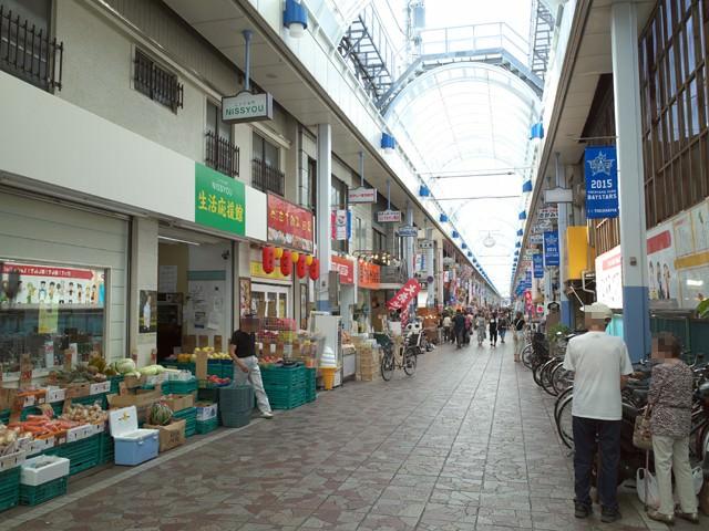横浜橋商店街のアーケード通り
