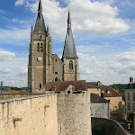 Château : rempart et église
