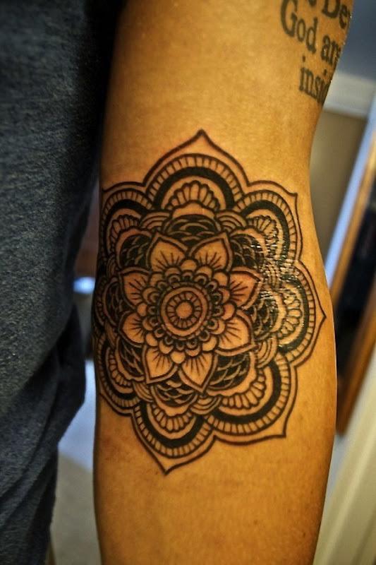 contorno_preto_tribal_tatuagem_de_flor_de_ltus