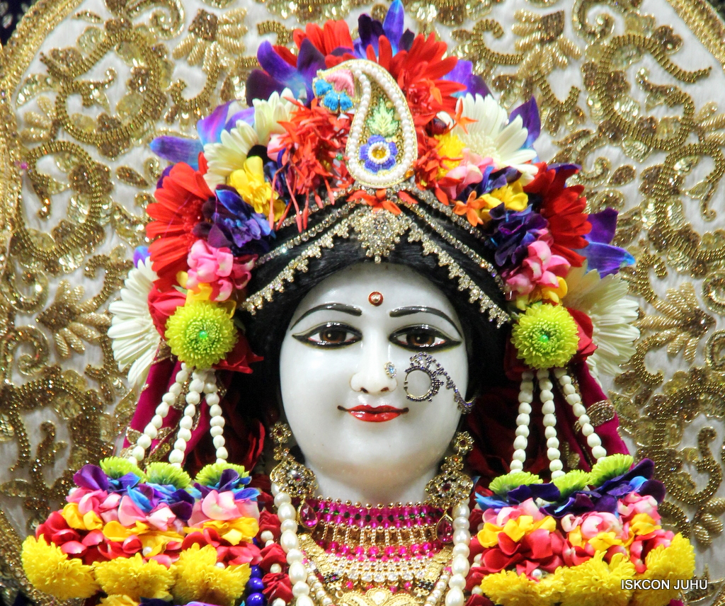 ISKCON Juhu Sringar Deity Darshan on 24th Oct 2016 (8)