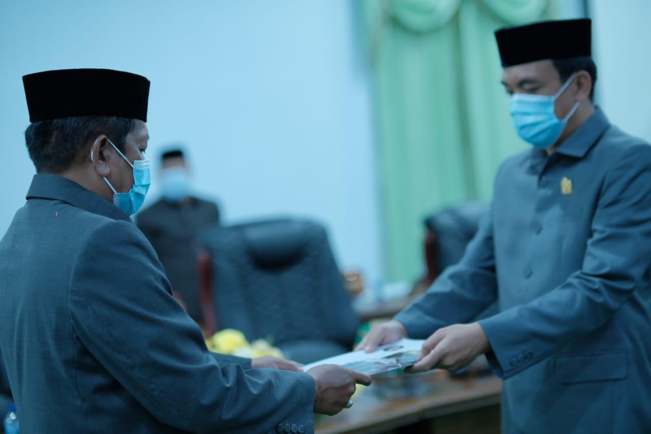 Ada Tiga Keputusan Dalam Ranperda yang Diserahkan Ketua DPRD Ke Bupati Soppeng