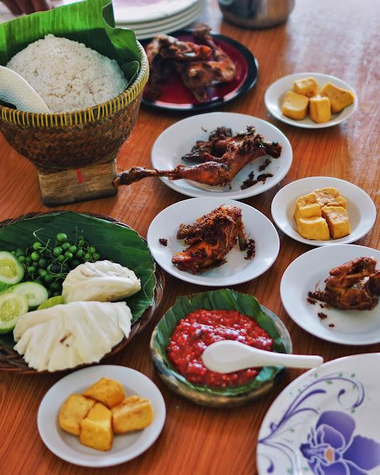 Ayam goreng + sambel di RM Megawati