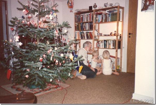 Morfar med børnebørn julen 89