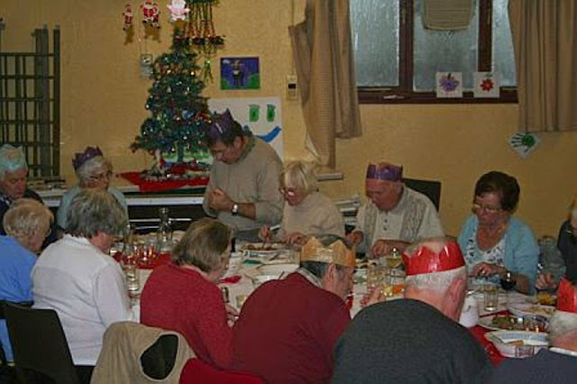 Pensioners Lunch - 11-12-2011 - penlunch%2B%25285%2529.jpg