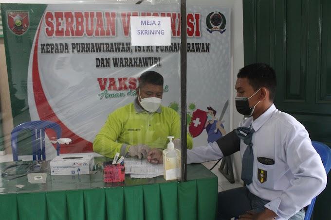 Poskes Kodim Kukar gelar Serbuan Vaksinasi Dosis ke-2 Kepada Para Pelajar dan KBT
