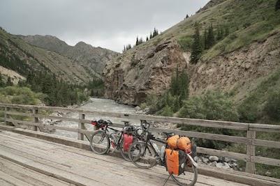 Brücke in der Eki Naryn Schlucht