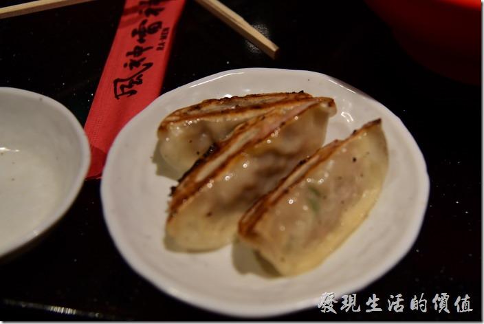 日本環球影城-風神雷神拉麵。煎餃,還可以,算中規中矩。