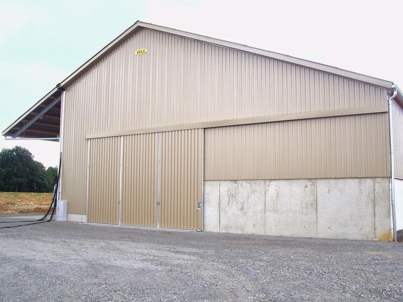 Schüttgutlager mit Vordach
