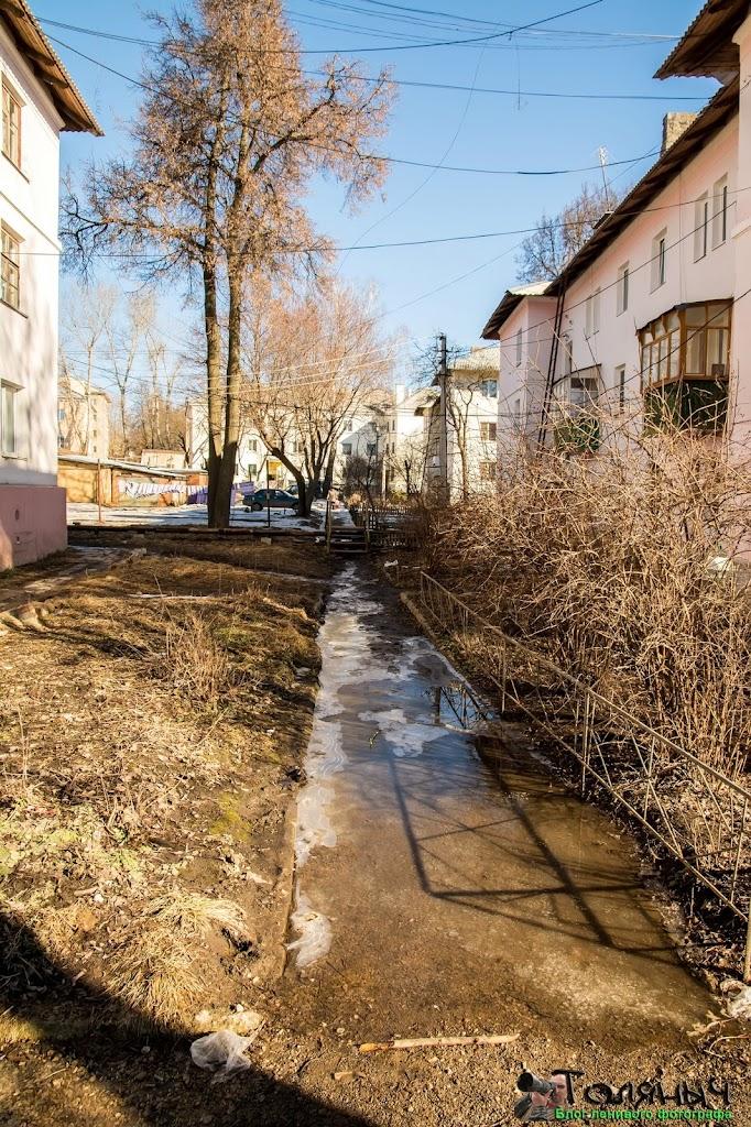 Ясногорск. Тротуар во двор. Пройти без сапог - затея бесполезная