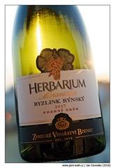 Zámecké-vinařství-Bzenec-Herbarium-Moravicum-Ryzlink-rýnský-2017-pozdní-sběr
