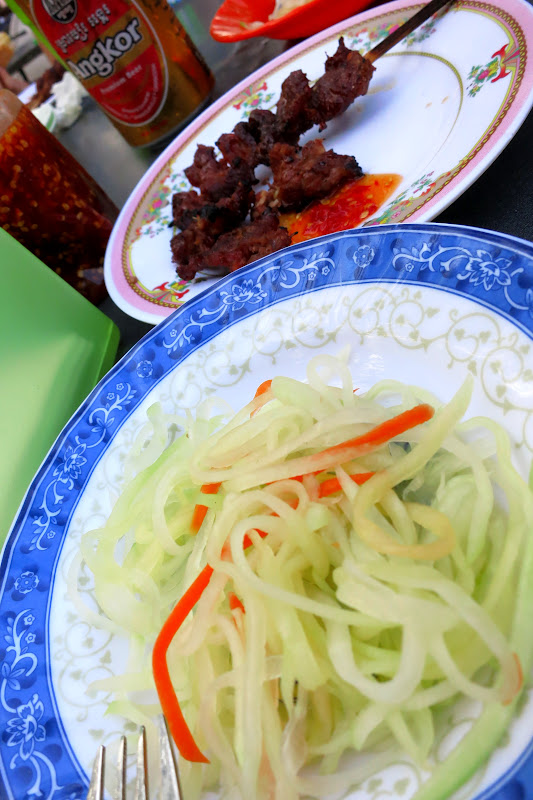 Grilled beef with chili sauce and green papaya salad