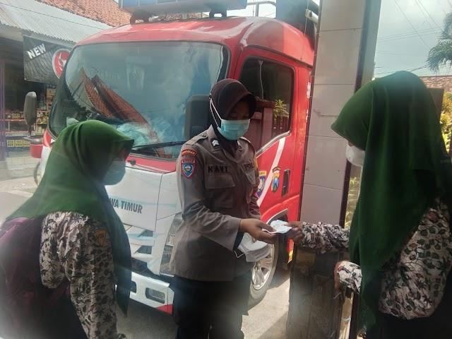 *Mobil Gerai Vaksin Presisi Mulai Beroperasi, Kapolres Bangkalan : Ayo Segera Vaksin dan Jangan Lupa Pakai Masker !*
