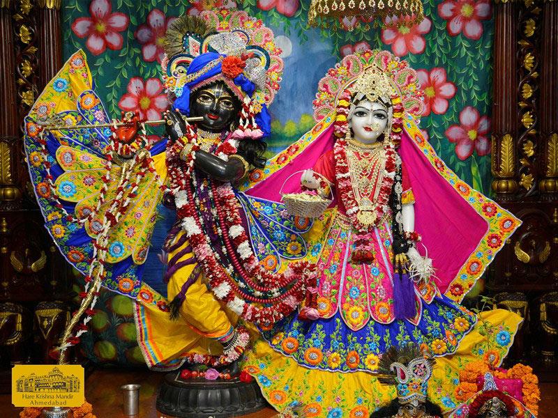 ISKCON Ahmedabad Sringar Deity Darshan 16 August 2016 (1)