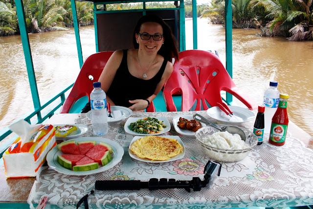 Nuestro menú en el klotok de Kalimantan