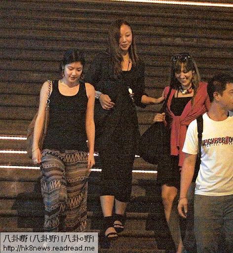 返港喜愛夜蒲 <br><br>樂基兒在香港生活壓力大,間中會約埋三五知己到中環蘭桂坊夜蒲。不過多次被傳媒撞正,據知黎明略有微言。