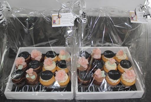 876- Dienblad cupcakes krijt + Roos.JPG