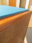 Makro: šrouby lazení přední desky... Přední desku možno celou odšroubovat.