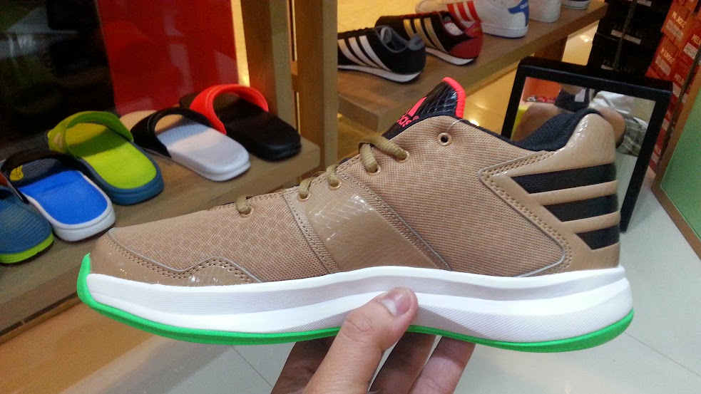 483312f57ff WhatsOutThere  adidas Crazy Isolation (in what I think is a cool ...