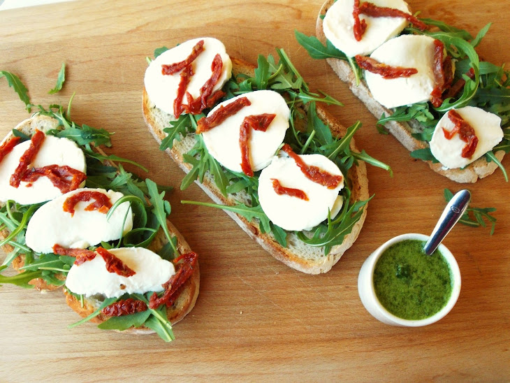Arugula, Mozzarella, Sun-Dried Tomato, and Basil Oil Bruschetta Recipe