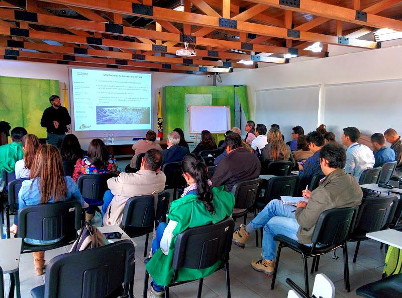 Formación jardines verticales Bogotá
