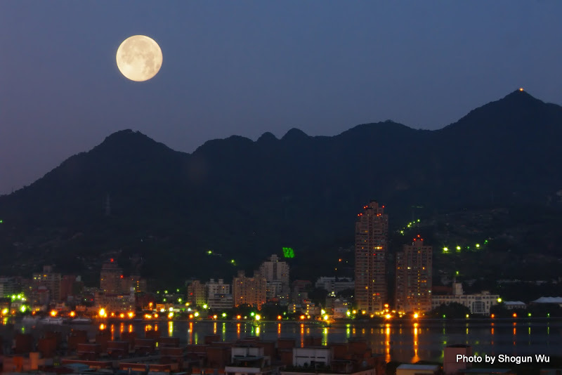 今晨的超級月亮