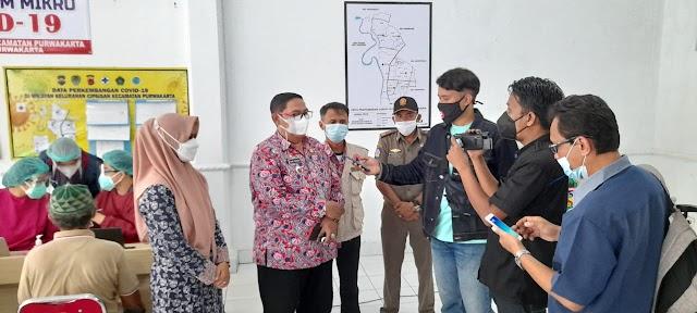 Camat Kota Purwakarta Tinjau Langsung Pelaksanaan Vaksinasi Lansia Tahap 1 di Kelurahan Cipaisan
